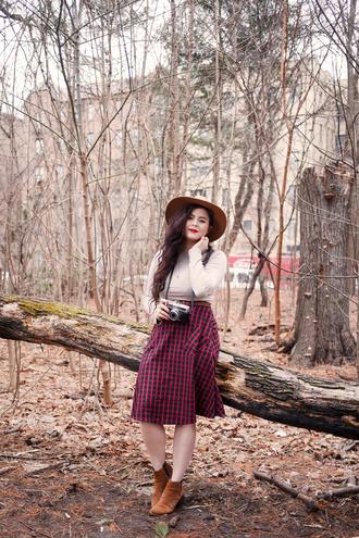 noelles favorite things blogger coat skirt hat shoes
