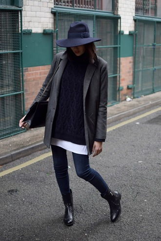 shot from the street blogger shoes jeans t-shirt sweater jacket hat bag black cable knit sweater black sweater black hat denim blue jeans skinny jeans blazer grey blazer boots black boots fall outfits