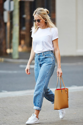 jeans tumblr light blue jeans cuffed jeans mom jeans t-shirt white t-shirt bag camel bag tote bag sneakers low top sneakers white sneakers adidas adidas shoes sunglasses spring outfits