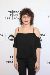 top,ilana glazer,black top,cut out shoulder,black jeans,jeans,all black everything,celebrity style,celebrity,actress,red lipstick