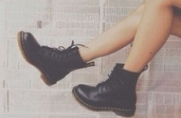 shoes black boots combat boots black boots little black boots soft grunge tumblr clothes dr marten boots