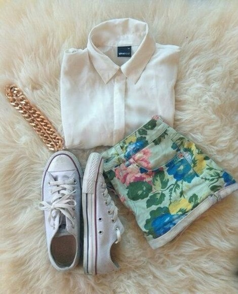 chains shorts shirt floral flower print high waisted shorts summer outfit spring outfit flowers blouse allstars floral symmer