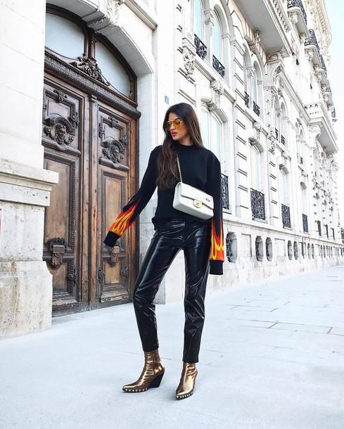 pants tumblr black pants vinyl leather pants black leather pants boots gold shoes metallic shoes metallic sweater black sweater bag silver bag chain bag sunglasses black vinyl pants gold boots