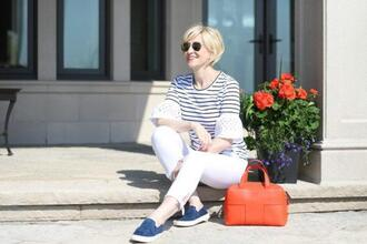 fabulousafter40 blogger shoes bag red bag white pants striped top jeans