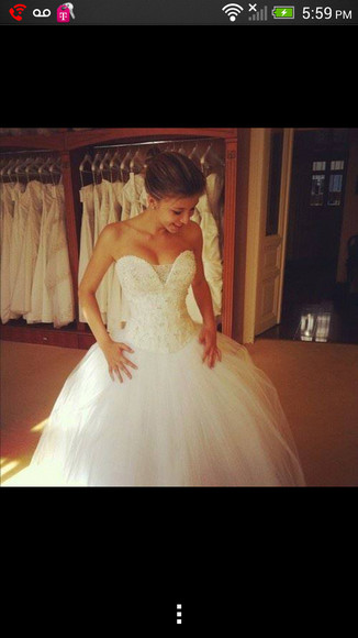 white wedding dress sweetheart neckline beaded princess