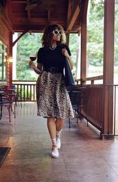 mysmallwardrobe,blogger,t-shirt,skirt,bag,belt,shoes,sunglasses,jewels