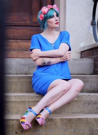 like a riot blogger bershka necklace blue dress shift dress pastel hair flower crown