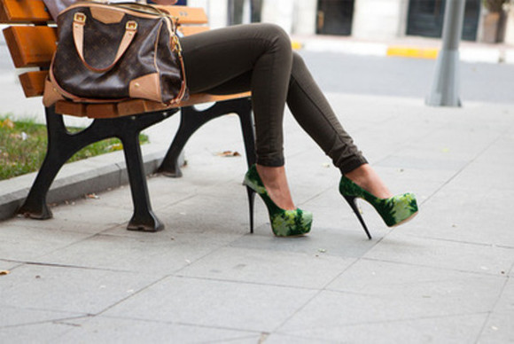 green green shoes high heels shoes green heels bag