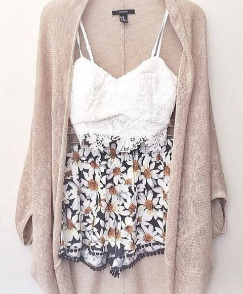 floral flower shorts black white blouse sweater tank top skirt daisy skirt daisys blue skirt white bustier lace bustier coat