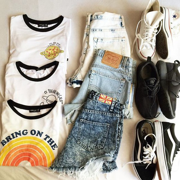 t-shirt graphic tee tee sirt t-shirt t-shirt style love summer high waisted shorts High waisted shorts distressed shorts ripped shorts levi's nike vans converse pizza galaxy print sunshine california cali acid wash ringer tee low top high top high top sneakers low top sneakers sneakers casual ooyd ootd outfit outfit idea flat lay layout beach bring on the sunshine summer break in style bellexo