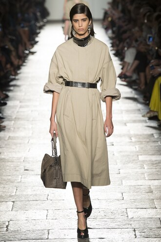 coat milan fashion week 2016 bottega veneta spring outfits bag