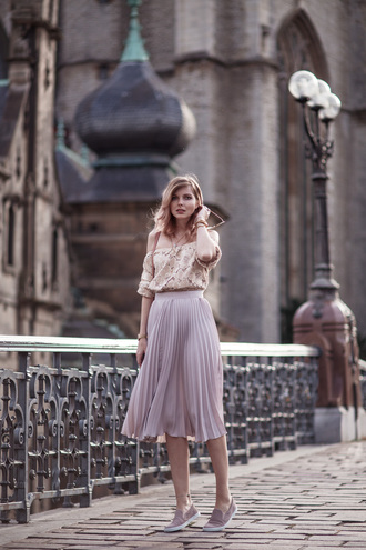 bekleidet blogger shoes bag maxi skirt pink skirt lavender pleated skirt off the shoulder flats asos jimmy choo lace top off the shoulder top nude top midi skirt violet lilac skirt lilac slip on shoes spring outfits date outfit