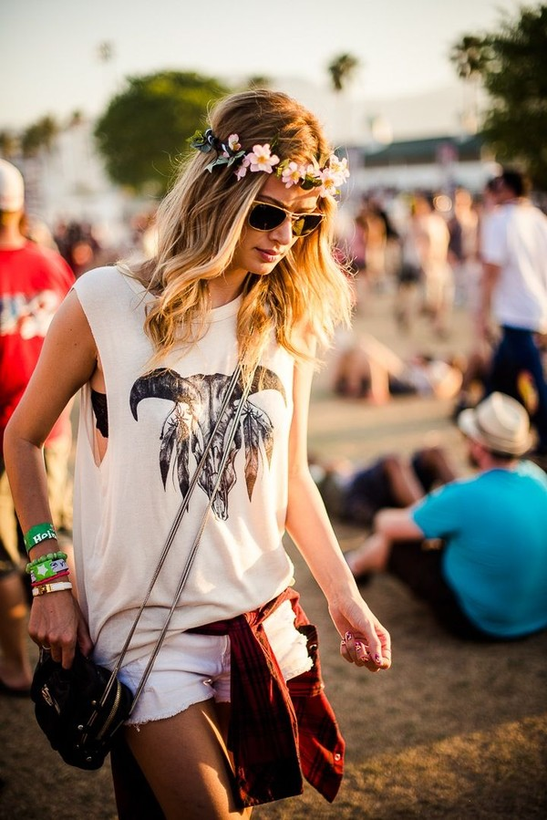 shirt skull ram skull bones feathers boho red plaid flowers sunglasses bag festival white cut-out blonde hair girls shirt girl bohemian flower hairband bracelets muscle tee hat t-shirt top tank top festival festival chic summer boho hippie shorts flower crown printed shirt coachella muscle tee white top