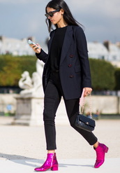 shoes,black tank top,black blazer,black trousers,magenta ankle boots,blogger