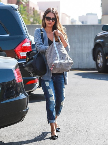 jessica alba jeans bag fall outfits
