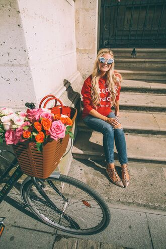 barefoot blonde blogger red sweater valentino shoes studded shoes pointed toe ripped jeans