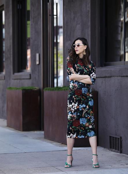 inspades blogger jewels floral dress midi dress sandals
