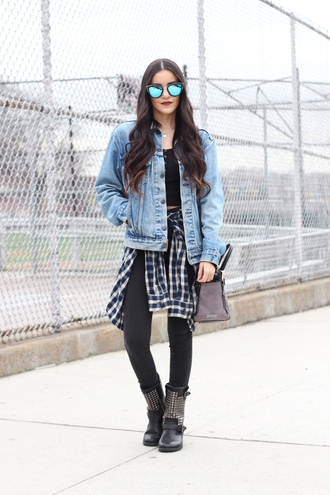 dress like jess blogger sunglasses denim jacket flannel shirt black jeans studded shoes black boots shoulder bag streetwear levi's forever 21 plaid shirt
