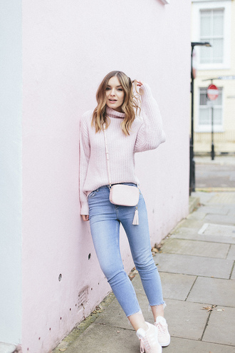 what olivia did... blogger sweater jeans bag crossbody bag pink sweater turtleneck sweater sneakers skinny jeans