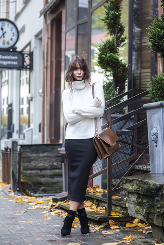blogger portable package midi skirt turtleneck satchel bag