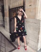 dress,emma roberts,summer dress,summer,summer outfits,bag,shoes,mini dress,glasses,heels