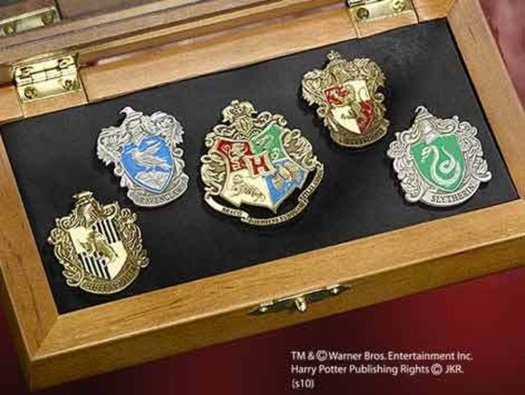 harry potter jewels hufflepuff pin