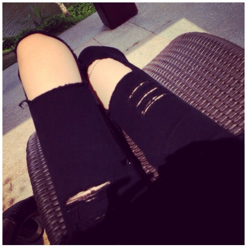 Black cats claw marks knee hole skinny jeans