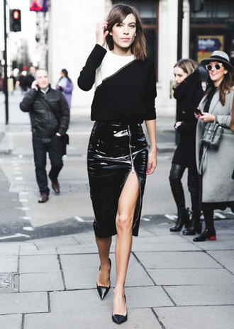 skirt zipped skirt alexa chung black skirt vinyl skirt slit skirt front slit skirt pointed flats date outfit zip-up skirt patent leather skirt pencil skirt streetstyle fashionista