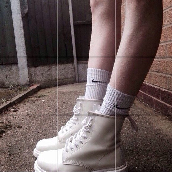 shoes boots DrMartens creme colored fall outfits autum nike socks