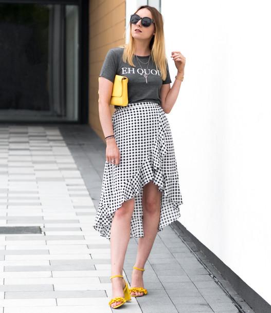 t-shirt skirt wrapped skirt gingham skirt ruffle skirt yellow sandals clutch sunglasses blogger blogger style slogan t-shirts