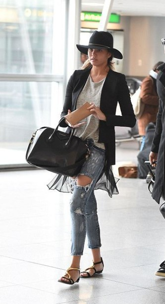 ripped jeans chrissy teigen hat sandals