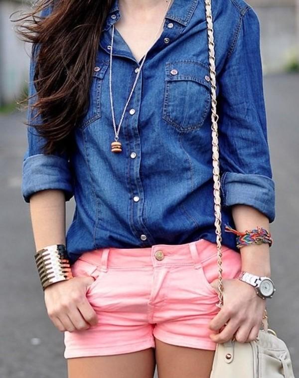 фото красивых девушек в синих джинсах