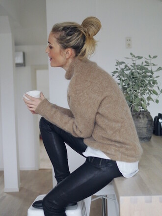 le fashion image blogger leather pants winter sweater