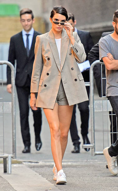 Jacket Blazer Shorts Kendall Jenner Streetstyle Sneakers Top Model Off Duty Paris