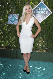 dress,teen choice awards 2016,teen choice awards,white dress,bodycon dress,v neck dress,party dress,pumps,high heel pumps,pointed toe pumps,black pumps,dove cameron