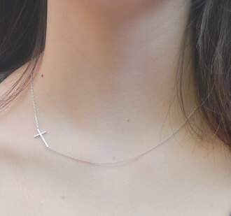 jewels cross necklace dezent blogger acacia brinley