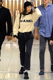 pants,beanie,bella hadid,model off-duty,stripes,striped pants,sweatshirt,casual