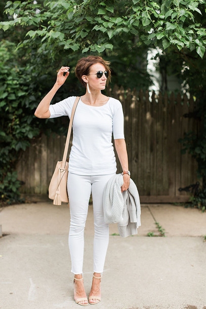 one little momma blogger sweater shirt jeans shoes bag jewels sunglasses long sleeves white top shoulder bag beige skinny jeans white jeans white pants all white everything nude sandals round sunglasses