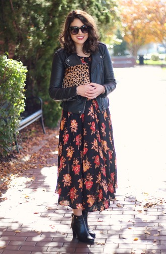 life & messy hair blogger floral dress black leather jacket animal print bag