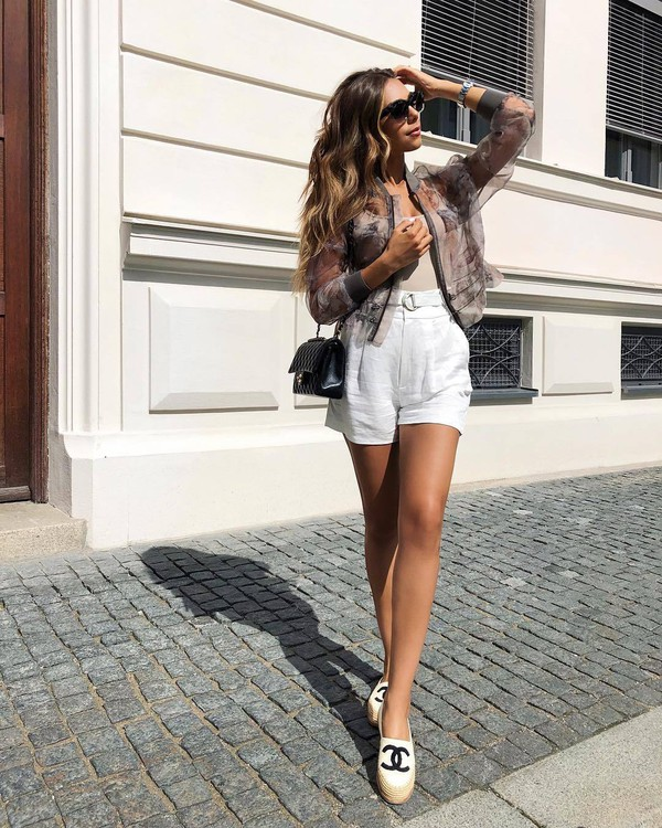 shorts white shorts top shoes espadrilles bag sunglasses summer outfits