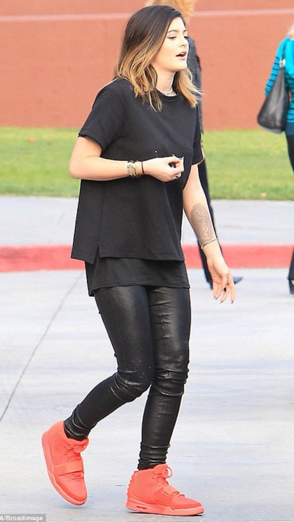kylie jenner leather jeans t-shirt black and red jeans top