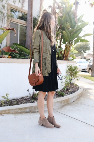 blogger dress shoes bag jewels jacket army green jacket black dress boots ankle boots nude boots flat boots brown bag shoulder bag hun fall outfits pleated dress pocket jacket