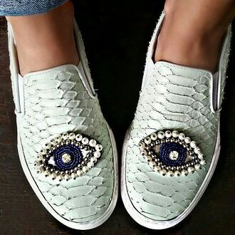 shoes white white shoes slip on shoes slip-on white slip on eyes eye pearl jewels jewel shoes snake snake print white snake print white snake skin blue blue jewels vans