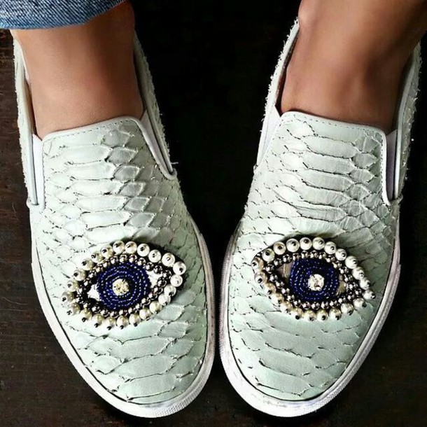 shoes white white shoes slip on shoes slip-on slip on shoes slip on shoes white slip on eyes eye pearl jewels jewel shoes snake snake print white snake print white snake skin blue blue jewels vans