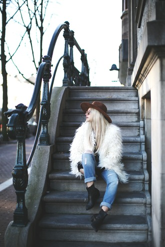 room91 blogger coat hat top sunglasses white fur coat blue jeans ripped jeans cuffed jeans fur coat white coat brown hat mid heel boots black boots ankle boots