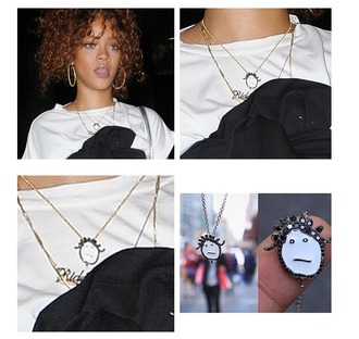 jewels gold gold chain chain rihanna necklace t sirt black white black and white curly hair instagram badgalriri weedsign riri by rihanna badgalrihrih diamonds bbhmm tattoo piercing earings hoop earrings gold earrings dangle earrings dangly gold earrings dangly necklace lipstick nude nude lipstick