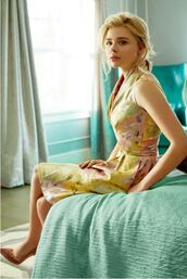 shoes,editorial,chloe grace moretz,pumps,dress,actress,celebrity,yellow dress,floral dress,camel pump