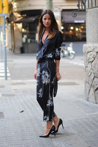 pants pajama style cropped pants printed pants floral floral pants shirt floral shirt matching set pumps high heel pumps pointed toe pumps black heels streetstyle