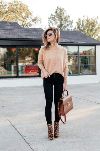 brighton the day blog | dallas fashion blog blogger sweater jeans shoes sunglasses bag fall outfits ankle boots nude sweater handbag