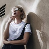 t-shirt,tumblr,white t-shirt,glasses,blonde hair,short hair,hairstyles,science,graphic tee,retro,Gender Neutral,non-binary,androgynous,equality